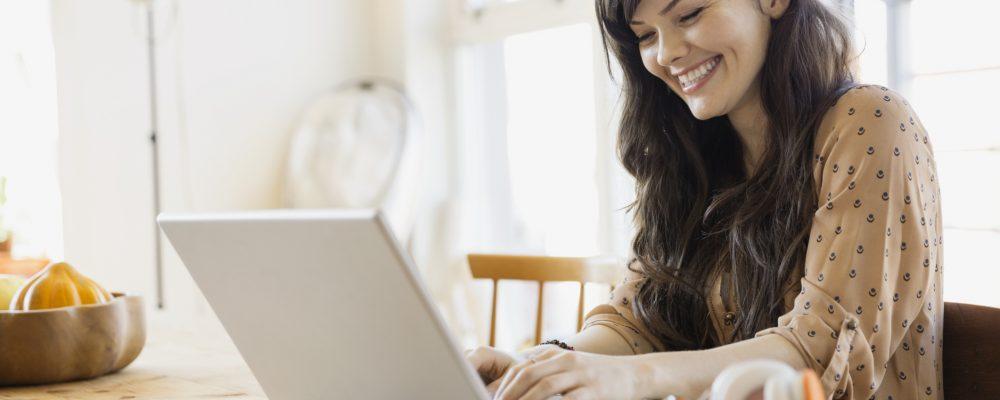 kobieta-i-laptop